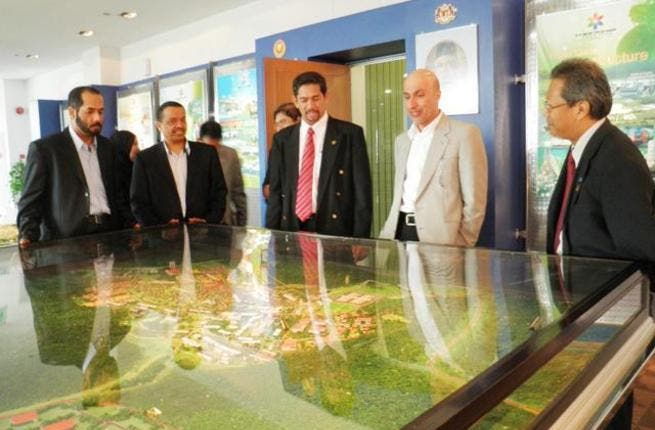 Dr. Zarooni, Vice-Chairman and CEO of DSOA, and the delegation during their visit