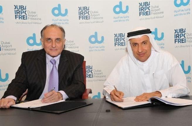 Dr. Al Zarooni, Director General, Dubai Airport Freezone & Osman Sultan, CEO, du, signing the MoU