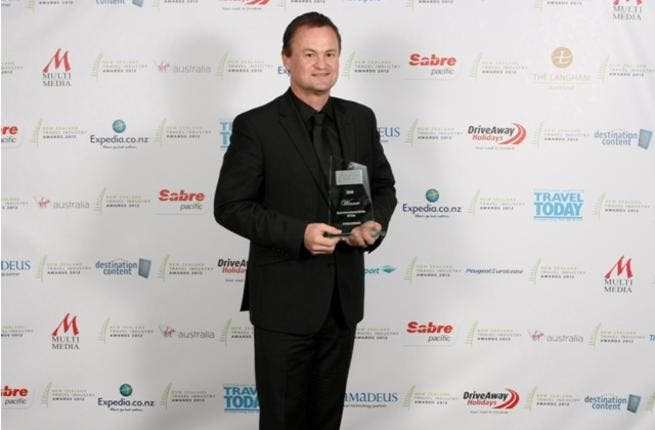 Etihad Airways GSA representative and General Manager of The Walshe Group New Zealand Stephen Tanner proudly holds the award for Best International Airline – Offline