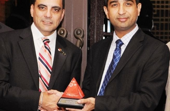 George DeBono, General Manager, Middle East & Africa at Red Hat presenting the 2011 JBoss Innovation award to Neetan Chopra, Vice President of Strategy and Architecture, Emirates Group Information Technology