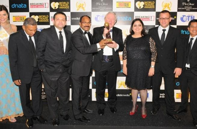 dnata team receiving World Travel Award in Delhi December 2012