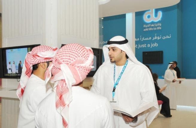 du employee counseling students at Tawdheef job fair