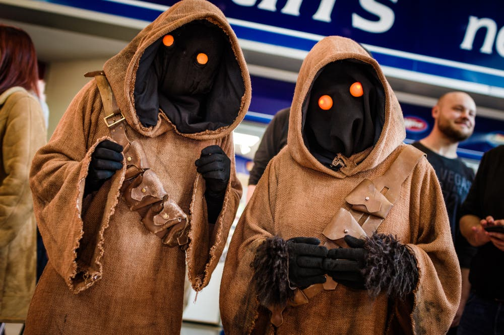 Cosplayers dressed as jawas from Star Wars  (Shutterstock/File Photo)