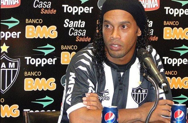 Al Shabab do Ronaldinho U-turn