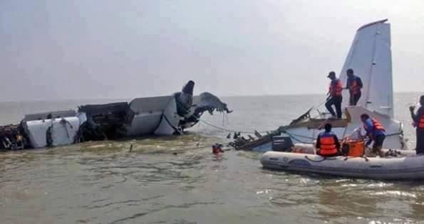 نقلت بعض المواقع عن صحف يونانية صورا أولية لما قالت انه حطام الطائرة المصرية المفقودة