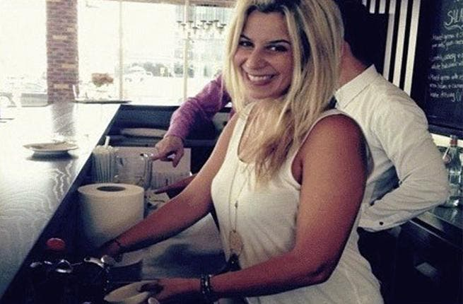 Customer at Fraiche Cafe & Bistro washes her dishes for charity (image: Facebook)