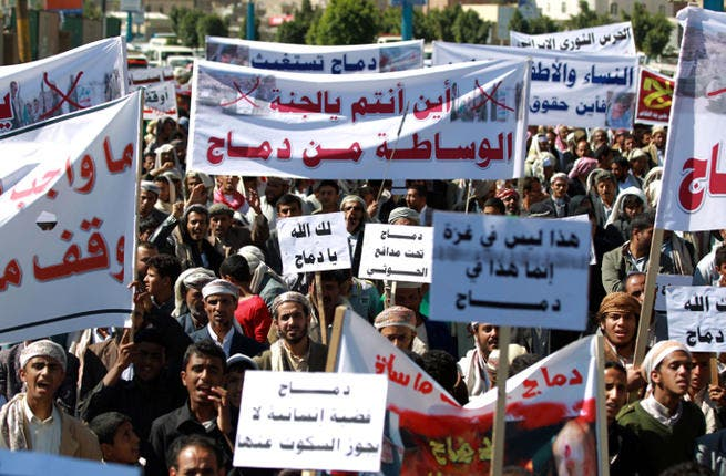 Yemenis shout slogans during a protest outside the home of Yemeni President Yemeni President Abdrabuh Mansur Hadi against the fighting between the Shiite Houthi movement and Salafi militants in the northern town of Damaj. (Image credit: AFP)