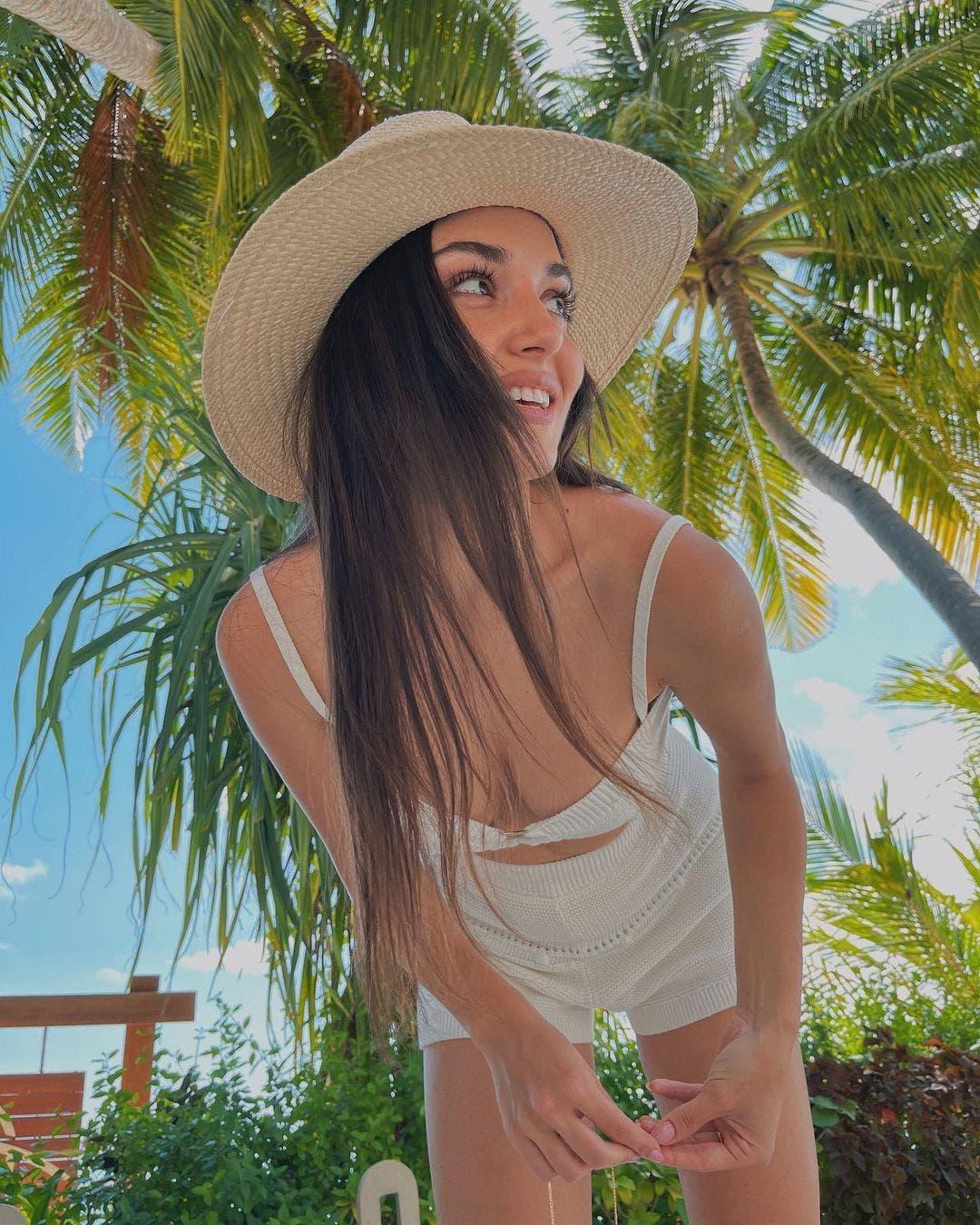 """""""Kerem Bürsin Bursin wife girlfriend Hande Erçel Ercel Serenay Sarıkaya Sarikaya Instagram untag Maldives love Aşk """""""