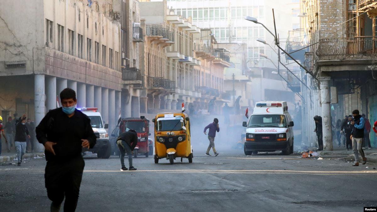 ثلاثة قتلى من المتظاهرين في بغداد والسيستاني يشدد على قانون جديد للانتخاب