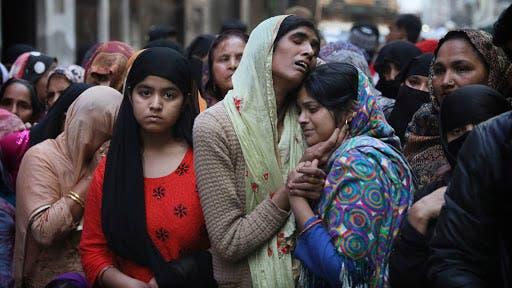 مسلمو الهند يؤدون الصلاة تحت حراسة مسلحة بعد أعمال عنف دامية
