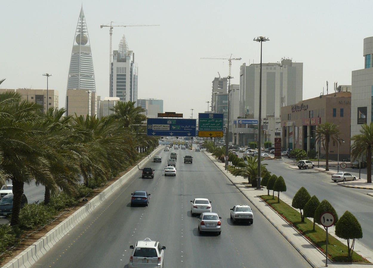 السعودية تقصر العمل في شركات نقل الركاب على المواطنين