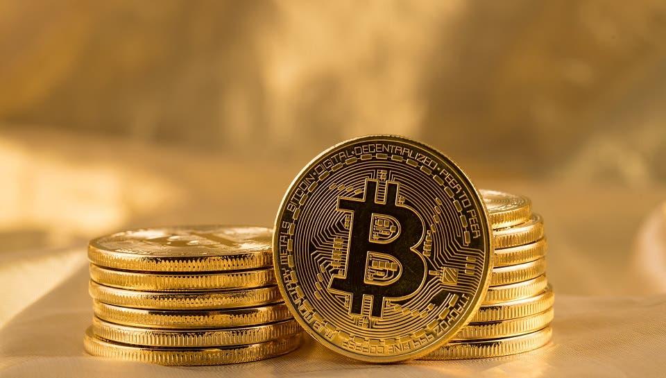 بيتكوين تهبط أكثر من 10% على خلفية التدقيق المتزايد بشأن العملات المشفرة