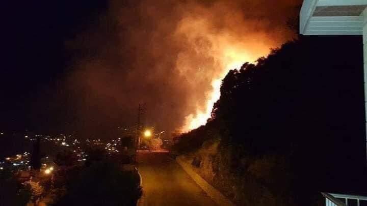 حريق هائل يطال منازل عدة في لبنان