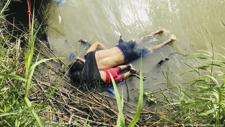انتقاد كبير للرئيس المكسيكي بعد حادث غرق المهاجر وطفلته