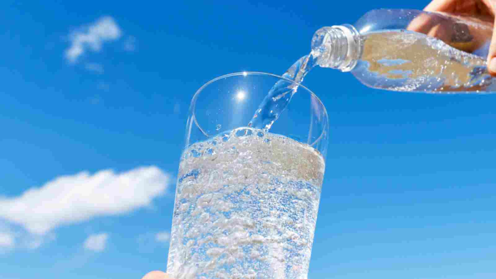 المياه الغازية لجسم الإنسان: بين الفوائد والأضرار