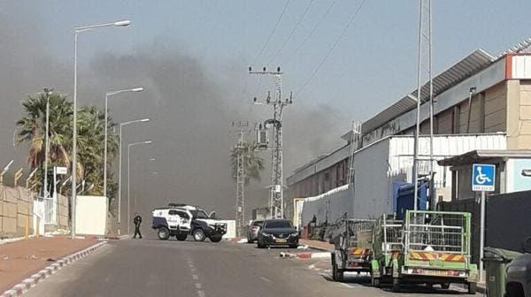 صاروخ من غزة يشعل حريقا بمصنع اسرائيلي