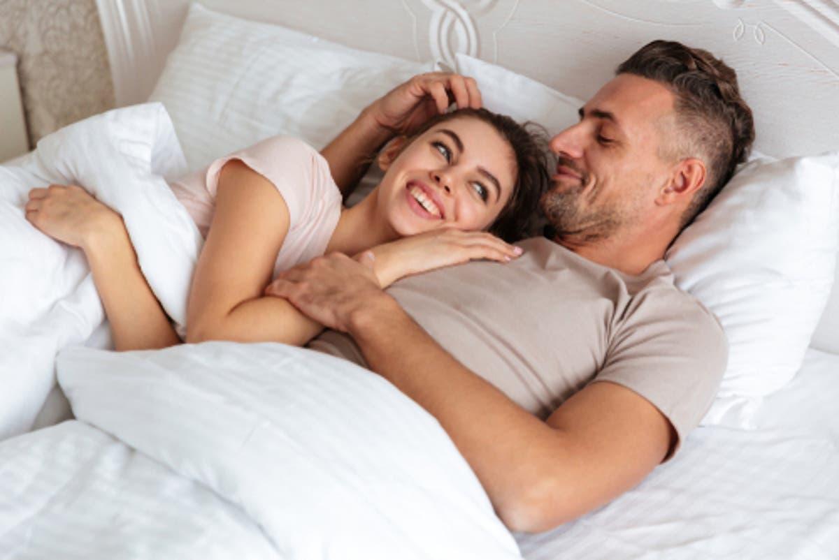 كيفية اثارة الزوج لأقصى درجة