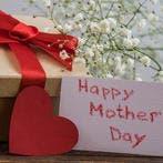 اختارى لوالدتك هدية لشيء ينقصها مثل ملابس أو شنطة يد أنيقة أو إيشارب