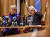 Swedish Foreign minister Margot Wallstrom (L) and UN special envoy to Yemen Martin Griffiths attend the opening press conference of the Yemeni peace talks at Johannesberg castle in Rimbo, Sweden on December 6, 2018 (AFP)