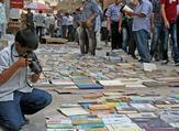 People browsing the books  in al-Mutanabbi Street in Baghdad (Twitter)