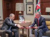 Jordan King Abduallah meets with Lebanese Foreign Minister Gebran Bassil in Amman. (Twitter/@RHCJO)