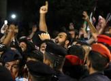 أردنيون تظاهروا احتجاجا على الغلاء وزيادة الضرائب قرب مقر رئيس الوزراء في عمان