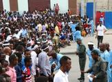 صوماليون محتشدون في مقديشو  في الذكرى الاولى للاعتداء في وسط العاصمة.