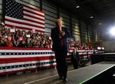 الرئيس الأميركي دونالد ترامب خلال تجمع انتخابي في بنساكولا بولاية فلوريدا