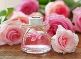 ماء والورد يعمل على تجديد الجلد ومهدّئ للعيون
