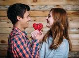 الحب يتعدّى حدود الجسد. هذه واحدة من علامات الحب الأكيدة