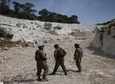 عناصر من قوات الاحتلال قرب الحدود اللبنانية