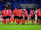 لاعبو كوريا الجنوبية يحتفلون بالفوز