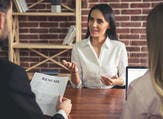 يتمثل الهدف الرئيسي من مقابلة العمل في التعرّف بشكل أفضل على شخصية المرشح وتحديد ما إن كان يتناسب مع ثقافة الشركة ويشكل إضافة متميزة لها