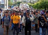مجموعة مهاجرين تغادر سان سلفادور متجهة إلى الولايات المتحدة