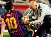 ميسي يشكو من إصابة في ذراعه