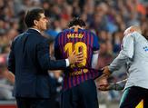 الإصابة تبعد ميسي عن برشلونة في وقت حساس