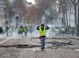 جانب من احتجاجات السترات الصفراء في باريس