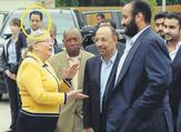 تظهر الصورة الثانية مطرب أمام منزل القنصل السعودي الساعة 16:53 من ذات اليوم
