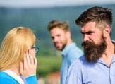 رجل العقرب من نوع الرجال الذين يغيرون لمجرد اقتراب أحد من حبيبته (shutterstock.com)