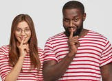 اللجوء للغة الحوار يعد دليلاً كبيرًا على اهتمامك بالحياة الزوجية (shutterstock.com)