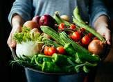 تناول الكثير من الفواكه والخضراوات يساعد على تجنب انخفاض الذاكرة  (shutterstock.com)