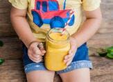 يمكنك صنع العصير في المنزل أو شراؤه من السوق (shutterstock.com)
