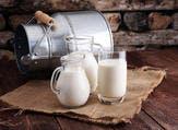 يحتوي الحليب على البروتين والكالسيوم والفوسفور والبوتاسيوم  (shutterstock.com)