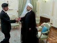 Iranian President Hassan Rouhani (R) greeting Oman's Foreign Minister Yusuf bin Alawi in Tehran. (AFP/ File Photo)