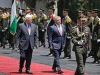Jordanian king seen walking next to the Palestinian president Abbas. (AFP/ File Photo)