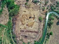 Archaeologists find  3,000-year-old #megalithic temple  (Twitter)
