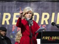 Actress Jane Fonda (C) speaks during a rally to protest against climate change in Washington, DC, on December 6, 2019. JIM WATSON / AFP