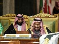 Saudi King Salman bin Abdulaziz (R), flanked by his son Crown Prince Mohammed bin Salman (L), puts on his spectacles as he prepares to read a document while chairing a session of the 40th Gulf Cooperation Council (GCC) summit held at the Saudi capital Riyadh on December 10, 2019. Fayez Nureldine / AFP
