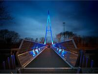 the Greystone Bridge goes also blue for UK NHS staff fighting coronavirus. (Twitter)