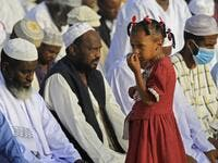 Muslim worshippers gather for the prayers of Eid al-Fitr, the Muslim holiday which starts at the conclusion of the holy fasting month of Ramadan, in the district of Jureif Gharb of Sudan's capital Khartoum early on May 24, 2020, despite government regulations banning congregations due to the COVID-19 coronavirus pandemic. Ashraf SHAZLY / AFP